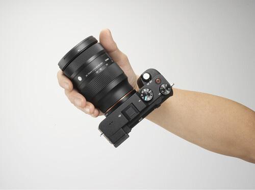 sigma-28-70mm-f-2-8-dg-dn-contemporary-lens-for-sony-e-mount-2.jpg