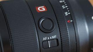 sony-35mm-f1.4-af-mf.jpg