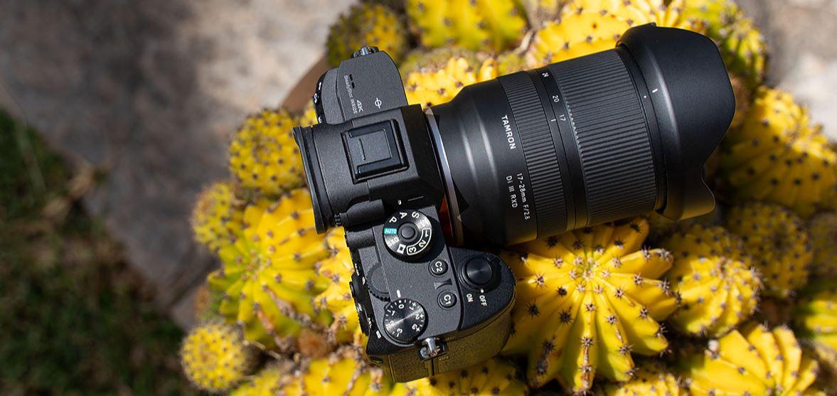 Tamron 17-28mm f2.8 üst görünüm.jpg
